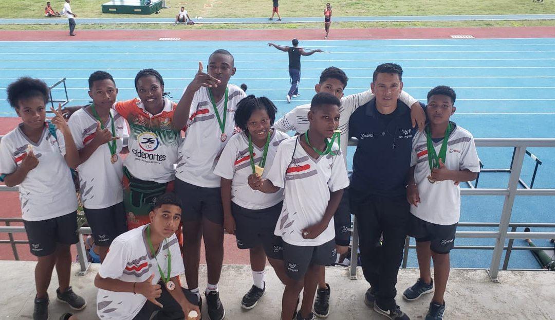 Jóvenes promesas del deporte SportPower2 obtienen medallas en los juegos Supérate Intercolegiados